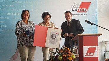 Anne Dell erhält die Böckler-Medaille